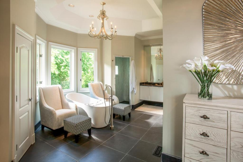 FFOD_Lauren-Clement_Serene-Retreat-master-bathroom.jpg.rend_.hgtvcom.1280.853-1024x681