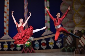 Charlotte Ballet - Nutcracker - Elizabeth Truell and Juwan Alston - photo Peter Zay